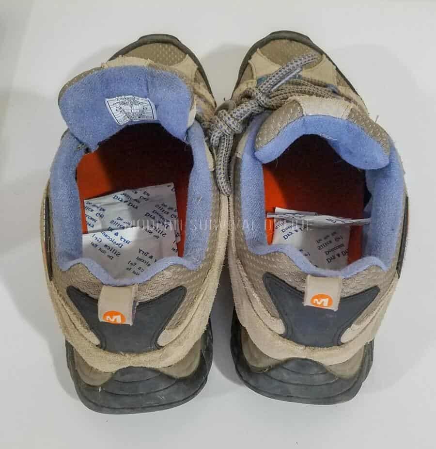 silica gel inside boots