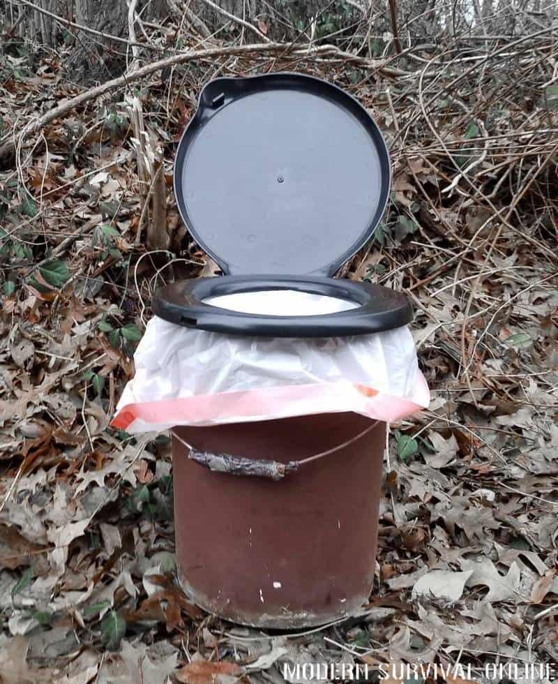 5-gallon bucket toilet
